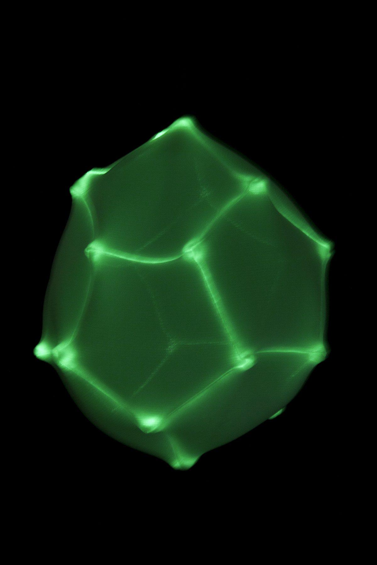 Radiolaria Pseudoglobulus footballi glow-in-the-dark hanglamp van Bernotat