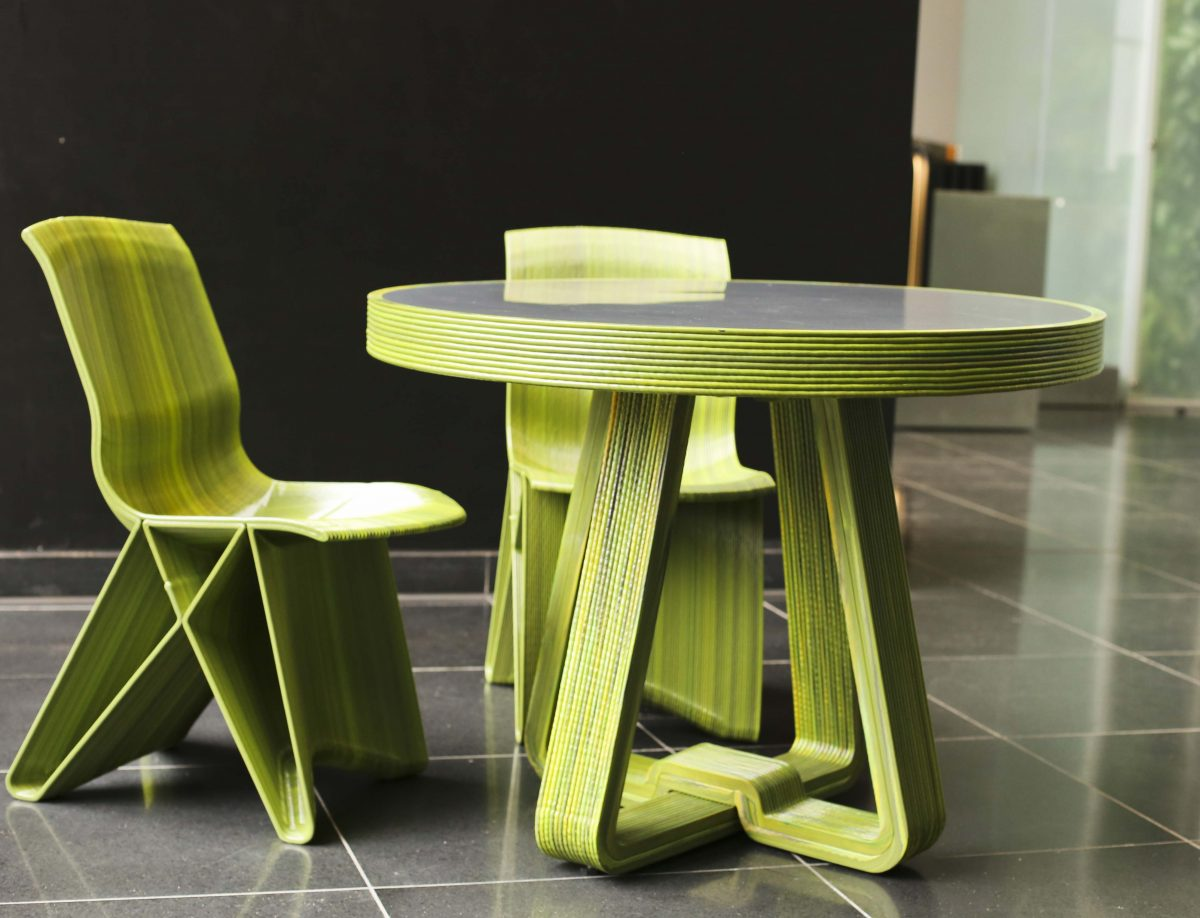 Dirk Vander Kooij Fat line tafel rond Pulse low chair