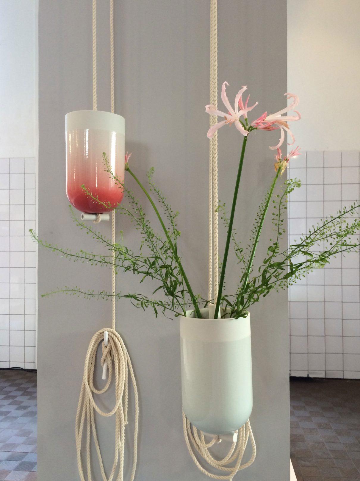 Hangende vaas Spatial Vase van Lotte Douwes
