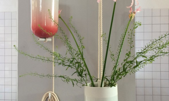 Spatial Vase gradient rood gradient groen hangende vaas van Lotte Douwes