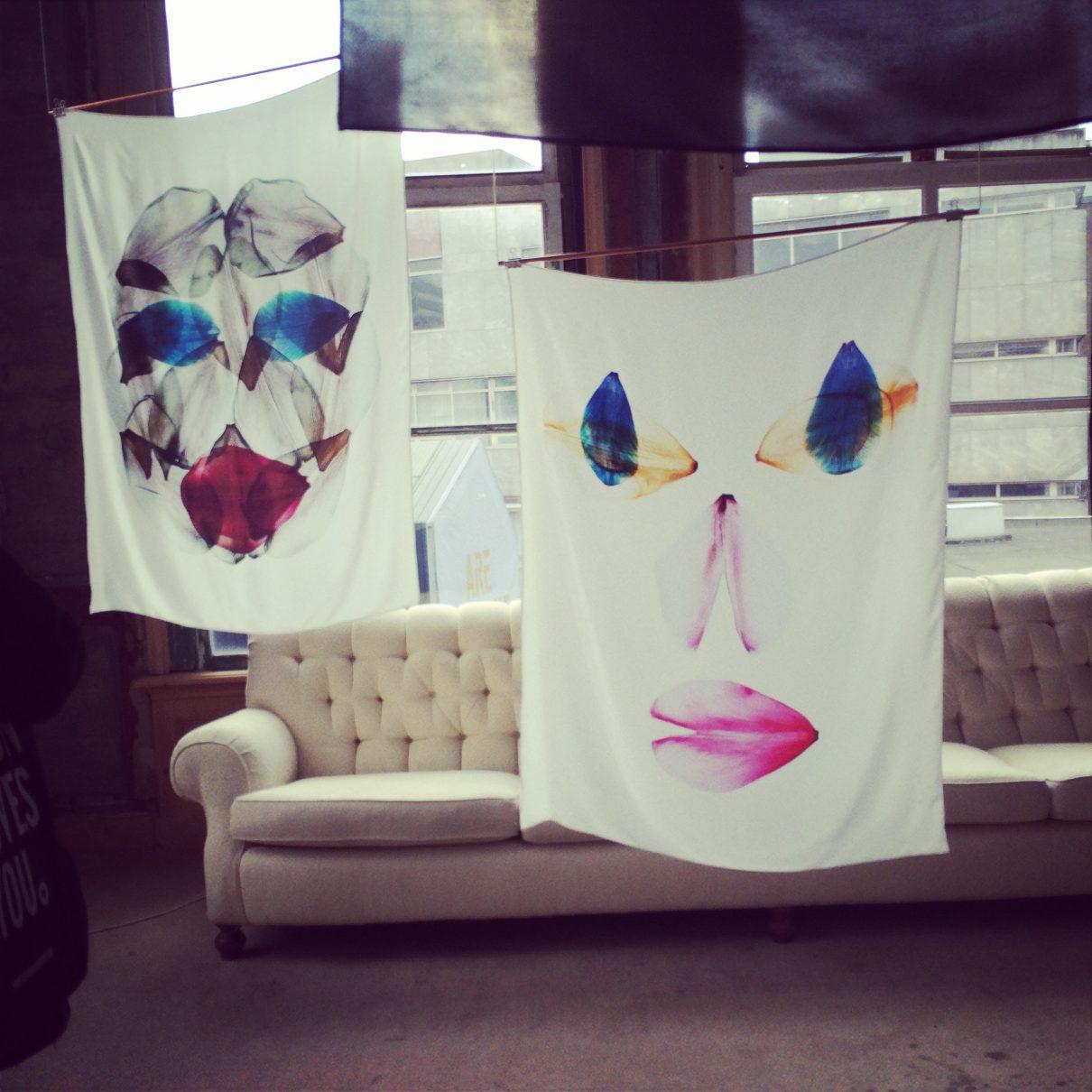 Digitaal geprinte bloemblaadjes op zijden doek