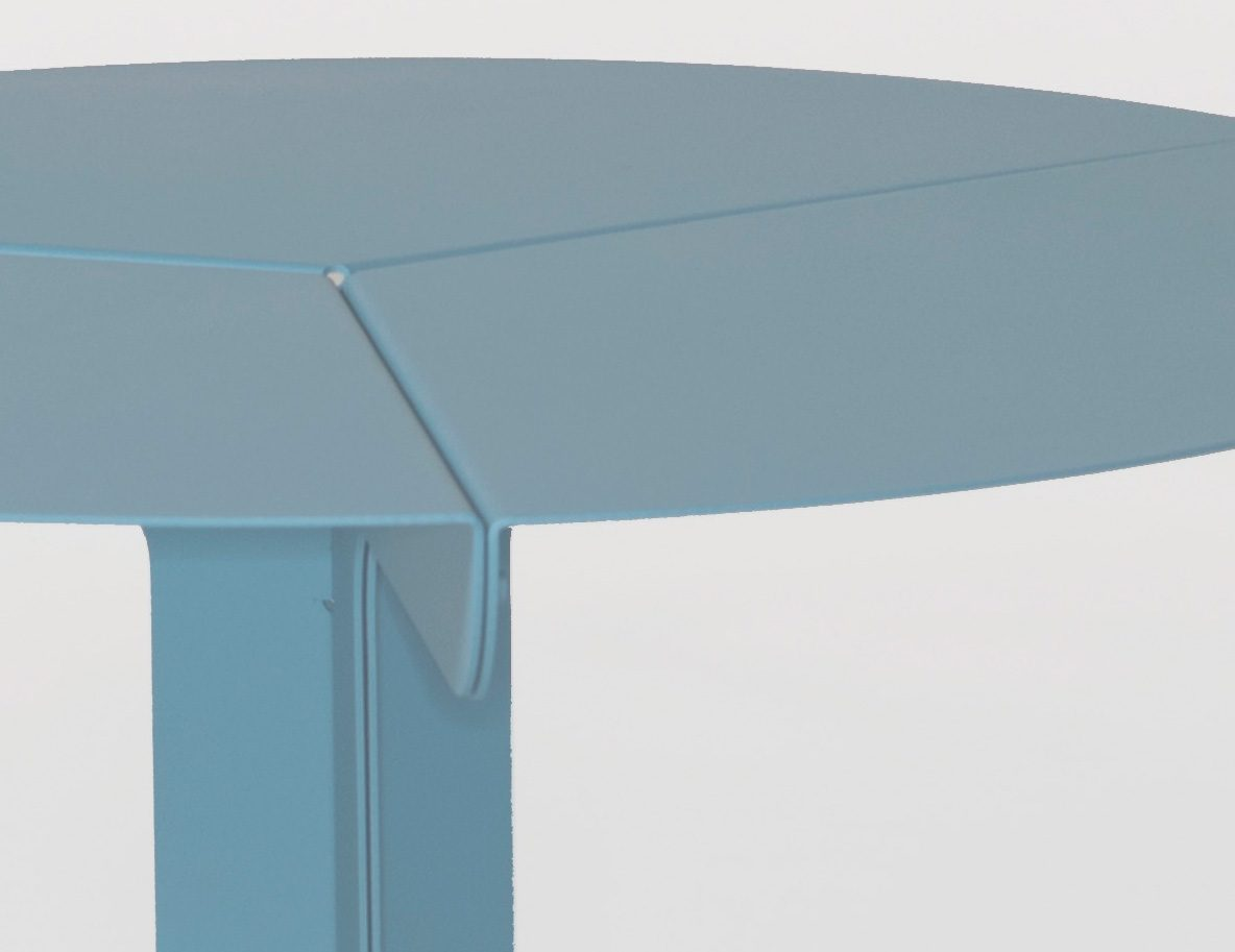 New Duivendrecht Sliced table detail blauw bijzettafel, designer Frederik Roijé
