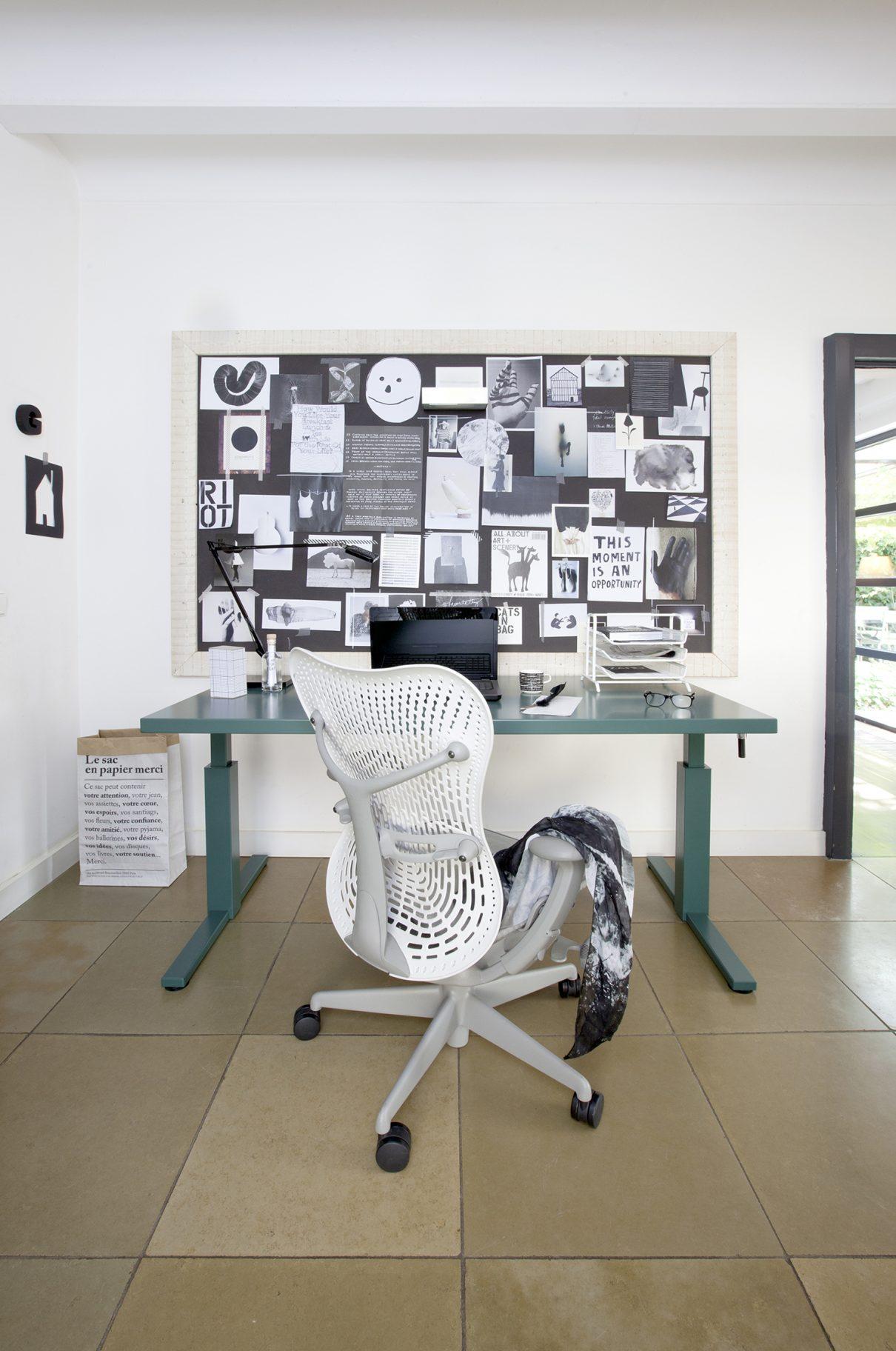 SteelTop desk styled de (t)huiswerkplek