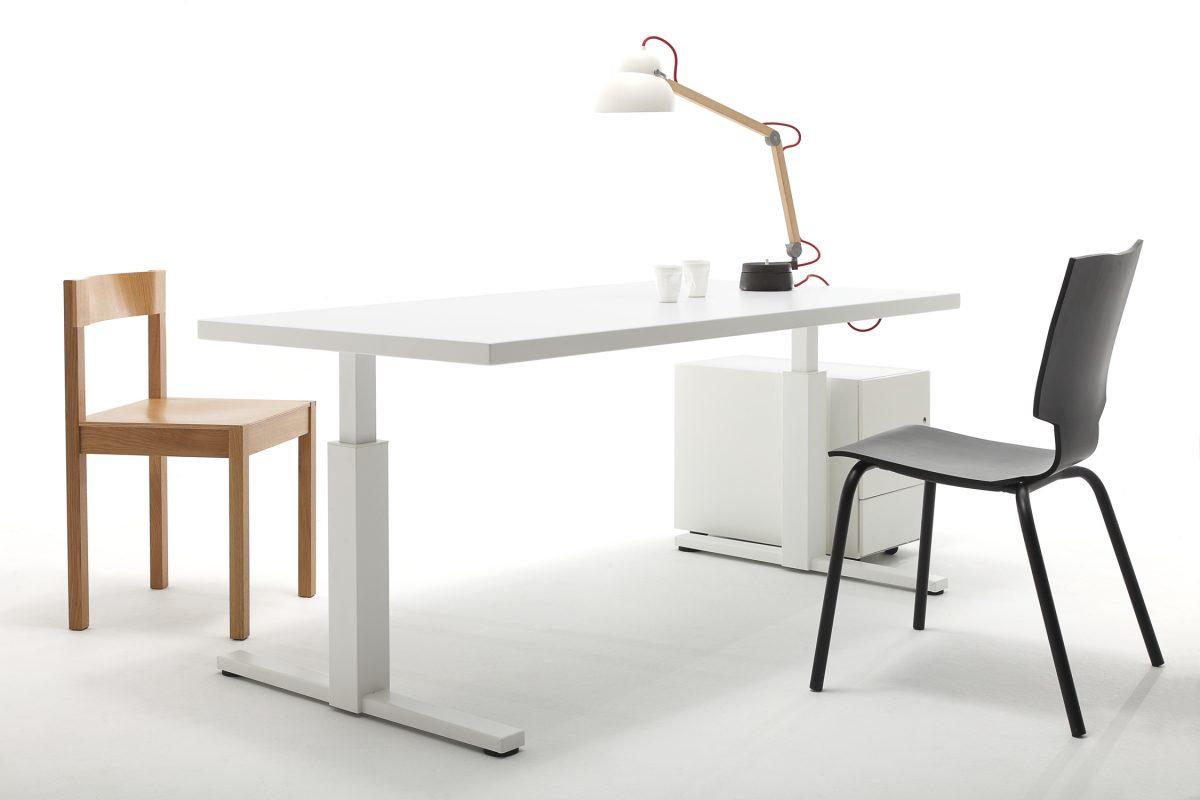 Gispen thuiswerken SteelTop bureau met More or Less stoel zwart Maarten Baas – gimmii