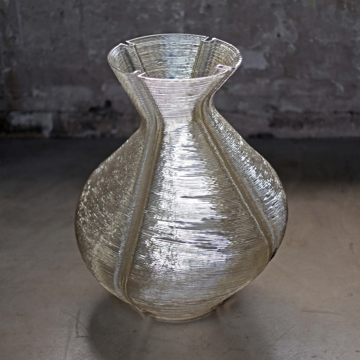 Changing Vase, Transparent. Photo Studio Dirk Vander Kooij