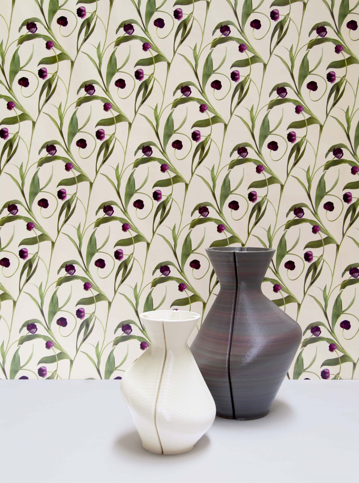 Changing Vases, Natural and Aubergine. Wall Paper New Nature Melissa Peen. Photo Melissa Peen