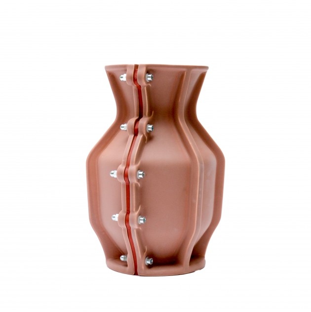 Carter Vase Floris Hovers for Cor Unum Brown