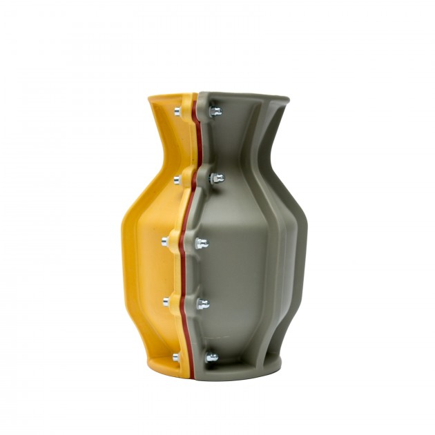 Carter Vase Floris Hovers for Cor Unum Yellow green