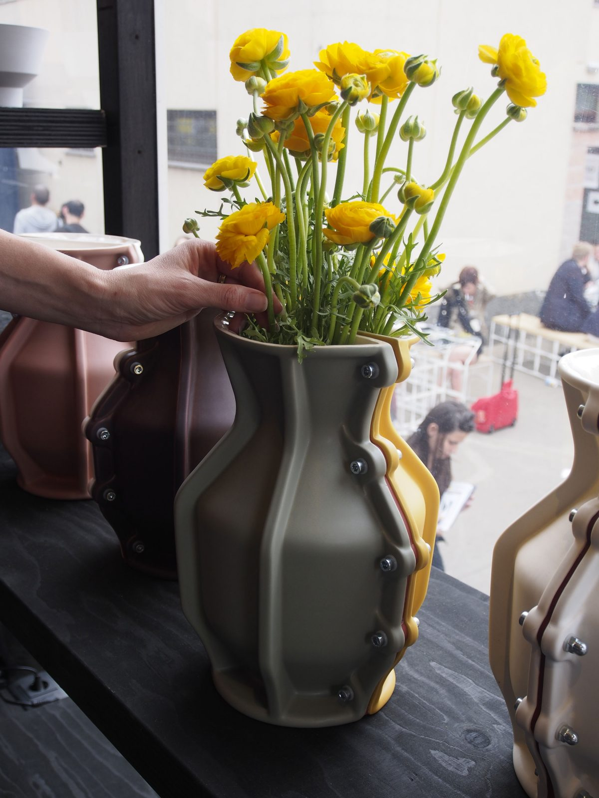 Carter Vase by Floris-hovers for Cor Unum photo Gimmii.nl