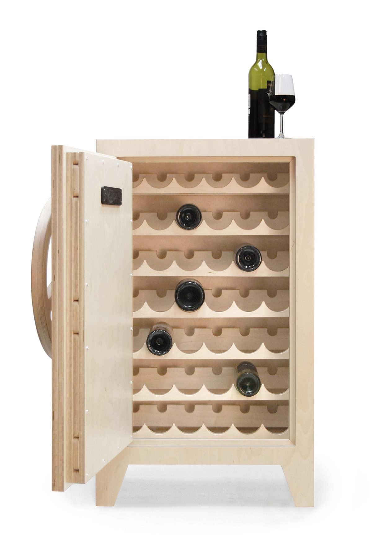Mr Knox wine safe by Stephan Siepermann (kluis, drankkast)