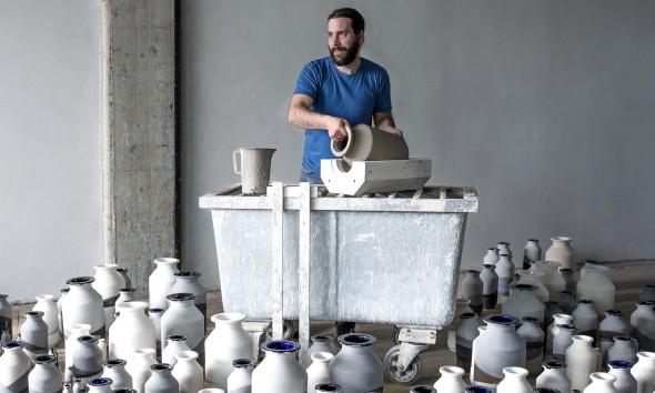 Plunge Vase Jeroen Wand for Cor Unum photo Marije Kuiper