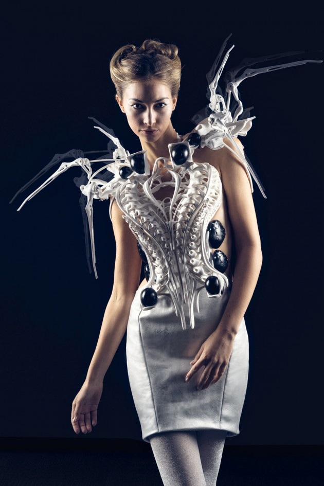 Anouk Wipprecht with Philip Wilck, Spider Dress 2.0. dutch design