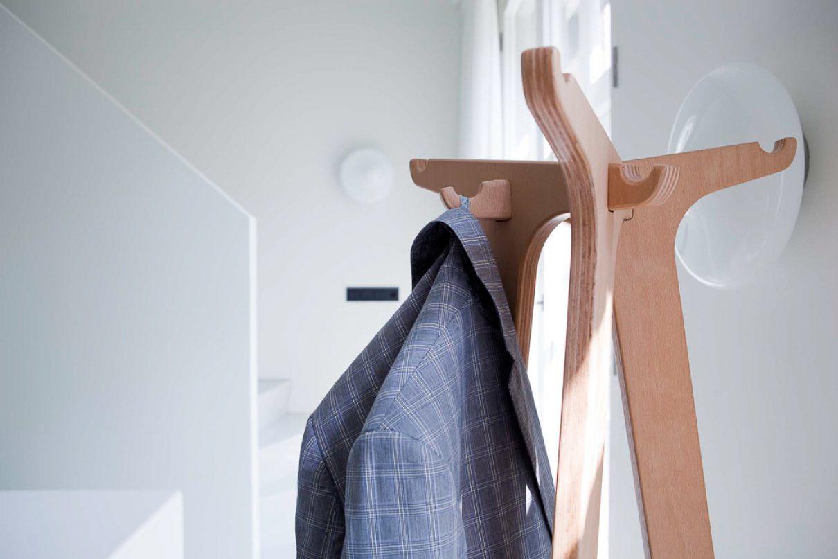 Kapstok Coat Stand; minimalistische ode aan getal 1