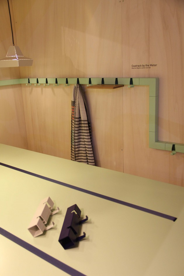 Coatrack by the meter met hoekelement en plank Vij5 photo Gimmii