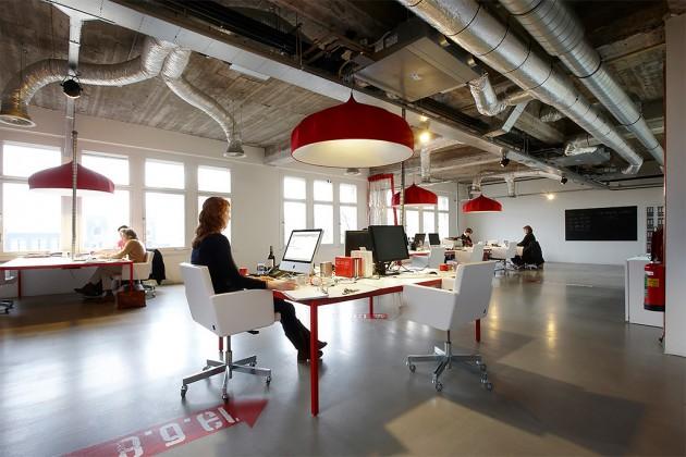 Lensvelt NaBT tafel en AVL Office Chair voor 925 mediabedrijf van Jort Kelder - foto Frans Strous