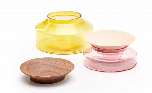 Presentation platters by Ontwerpduo Novecento gekleurd glas met esdoorn en walnoot hout - Gimmii