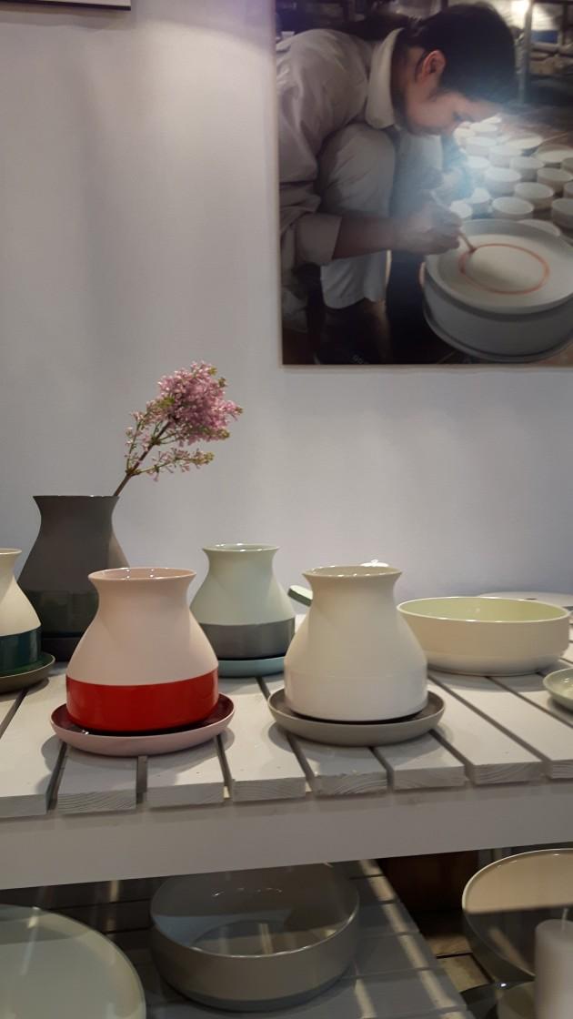 BAT TRANG vase rood en wit van Imperfect design Maison&Objet glaswerk & keramiek - Gimmii