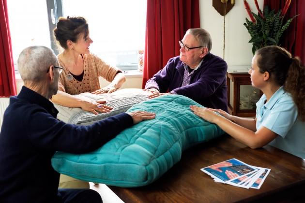 gebruik van Tactile Dialogues met dementerende en familielid in Woonzorgcentrum Padua (De Wever), onderzoek van Martijn ten Bhomer, PhD Industrial Design, Technische Universiteit Eindhoven