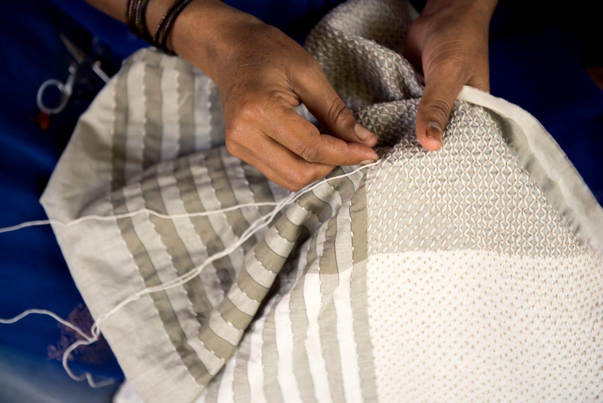 Handmade-Fibonacci-kussen-Vij5-JolijnFiddelaers-Dutchdesign-meets-India – Gimmii