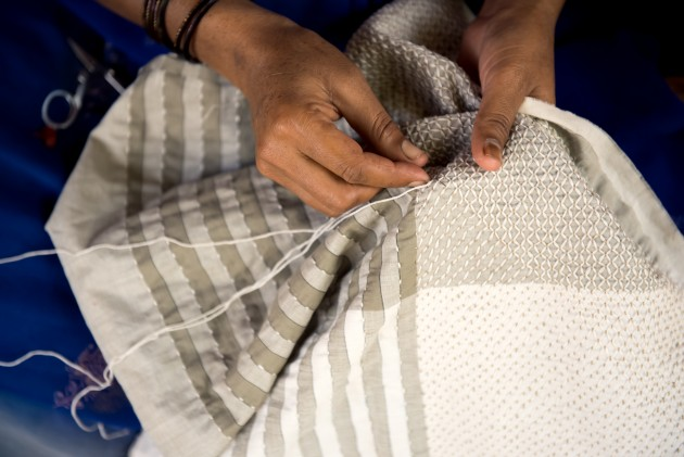 Handmade-Fibonacci-kussen-Vij5-JolijnFiddelaers-Dutchdesign-meets-India - Gimmii