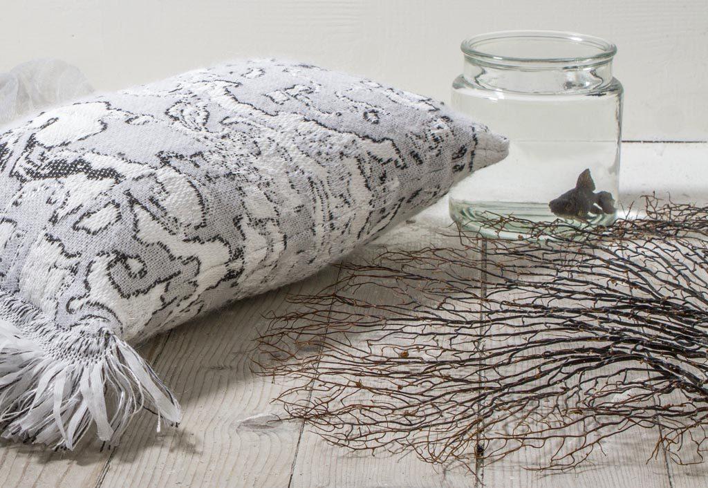 Roos Soetekouw Fringe cushion No4 black and white – Gimmiishop