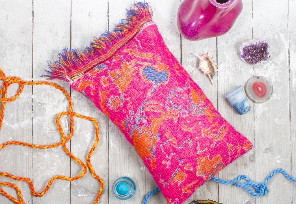 Roos Soetekouw Fringe cushion No5 deep pink- Gimmiishop