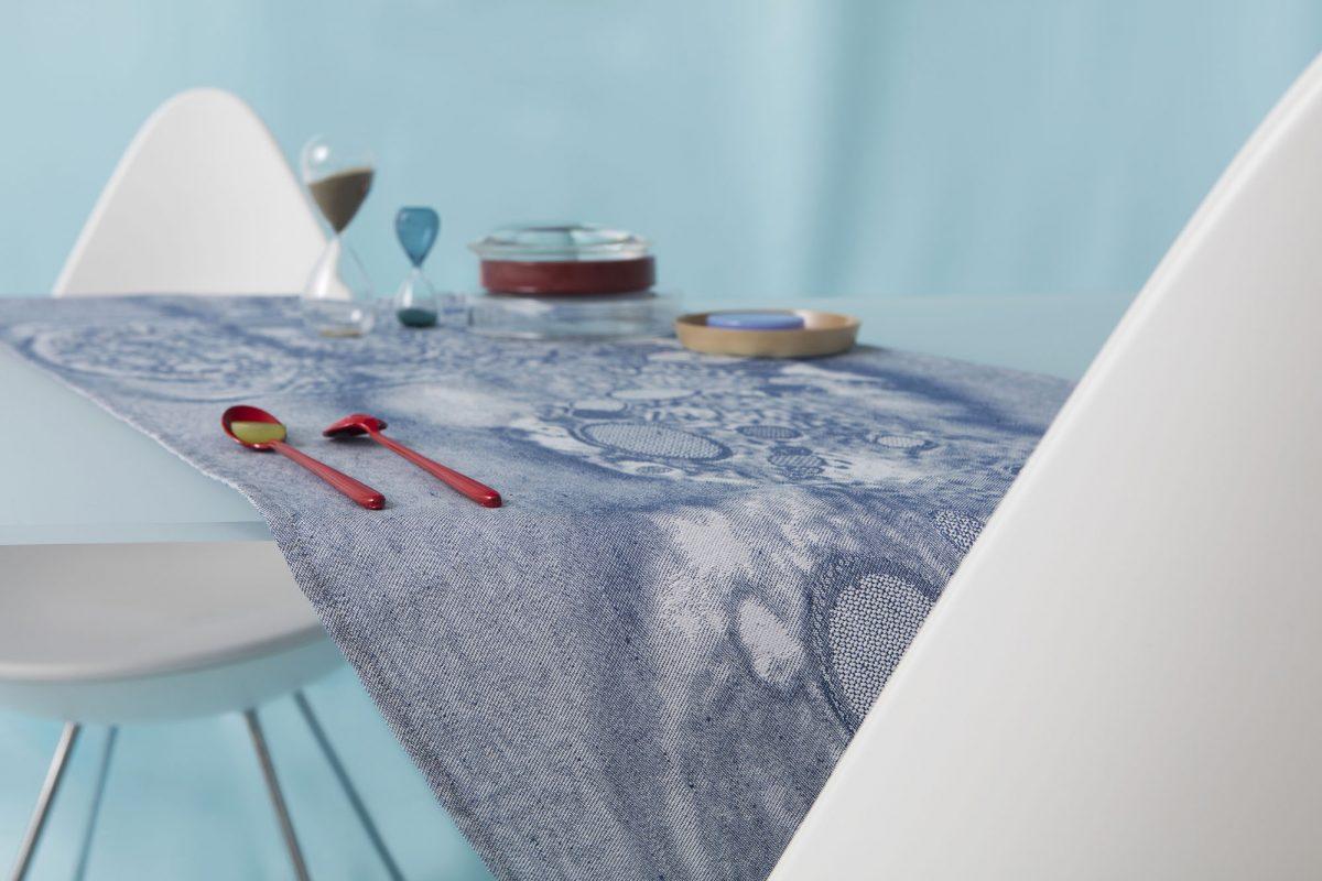 Roos Soetekouw Fungy No1-tablerunner-blue-tafelloper-blauw- Gimmii