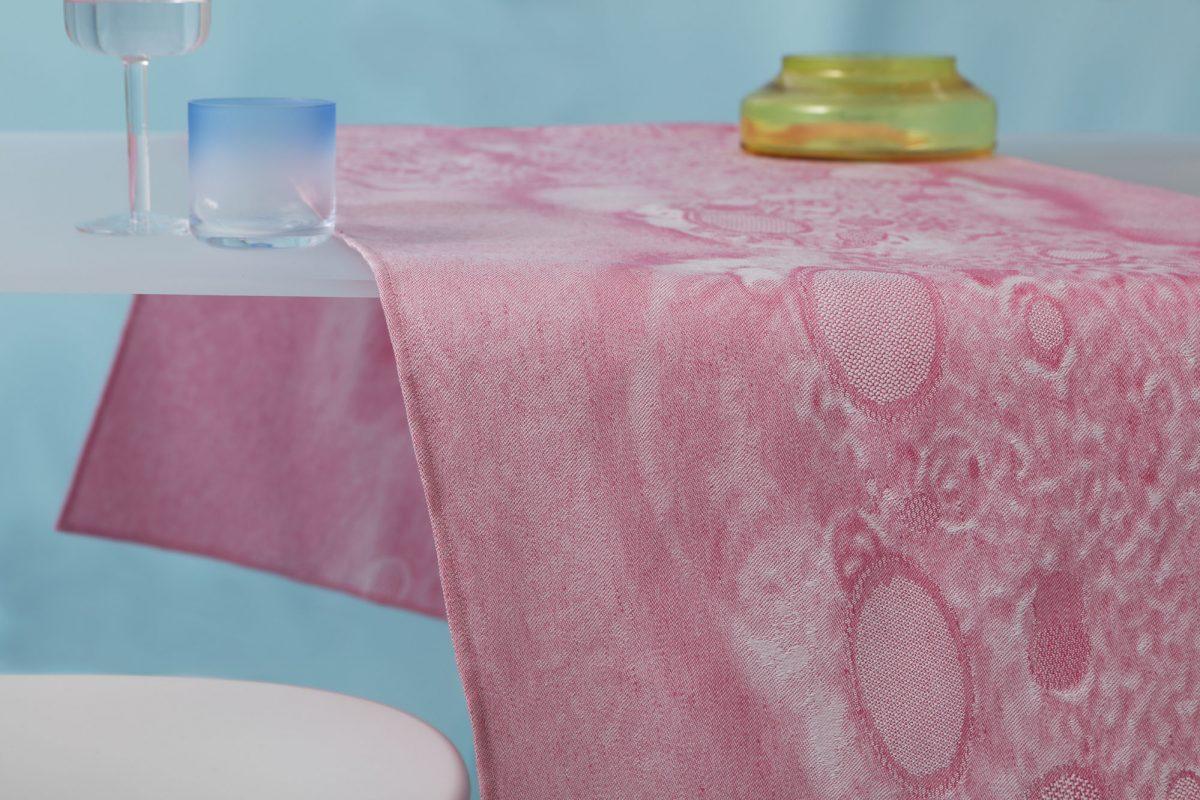 Roos Soetekouw Fungy tafelloper roze pink – Gimmii