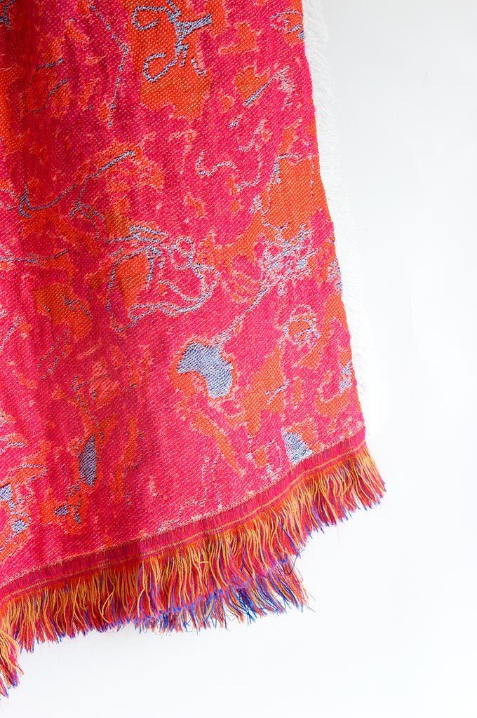 Roos Soetekouw plaid Fringe No5 donker roze detail Gimmii