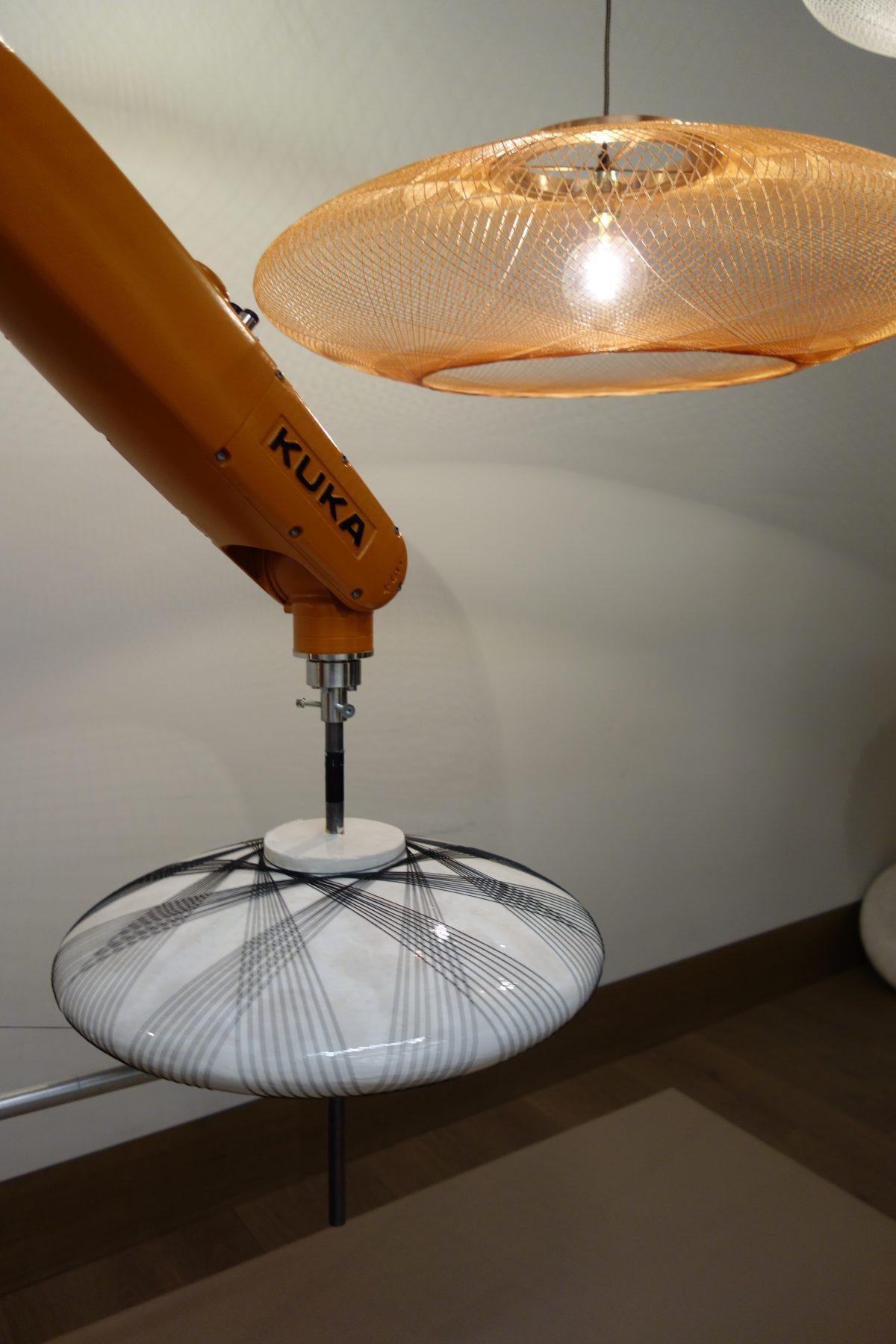 Atelier Robotiq Fibre Pattern lamp robot UFO Milan-photo credit gimmii