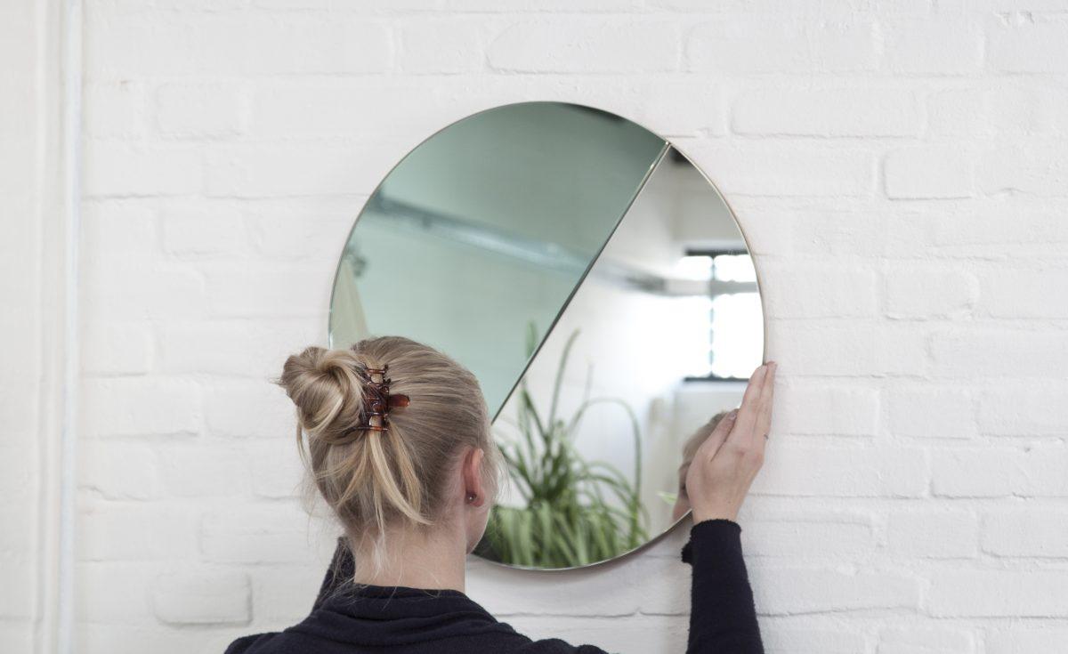 Moonrise Mirror groen-Vij5-model Anieke Branderhorst – gimmii