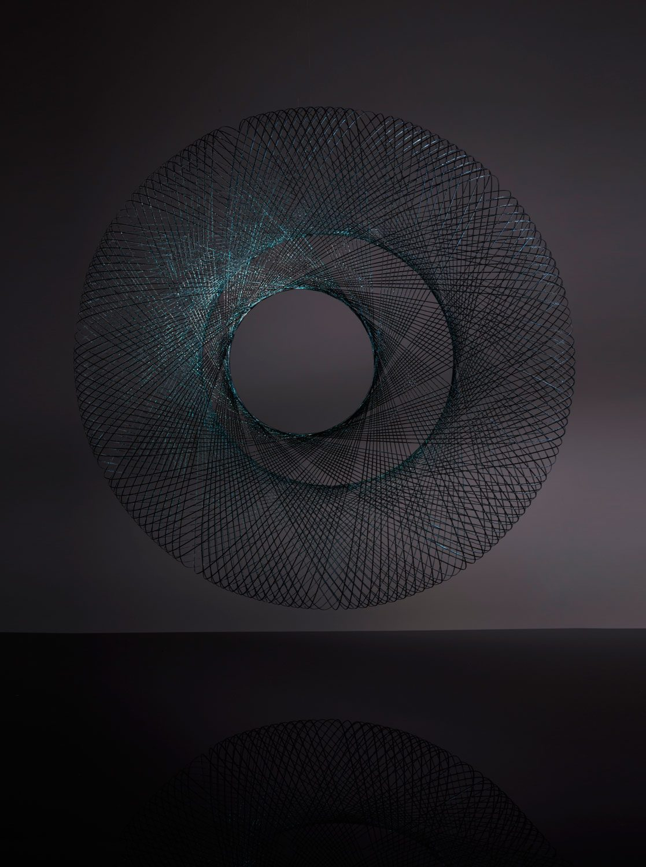 Iriserende hanglamp Iridescent black Fibre Pattern pendant by Atelier Robotiq – gimmii