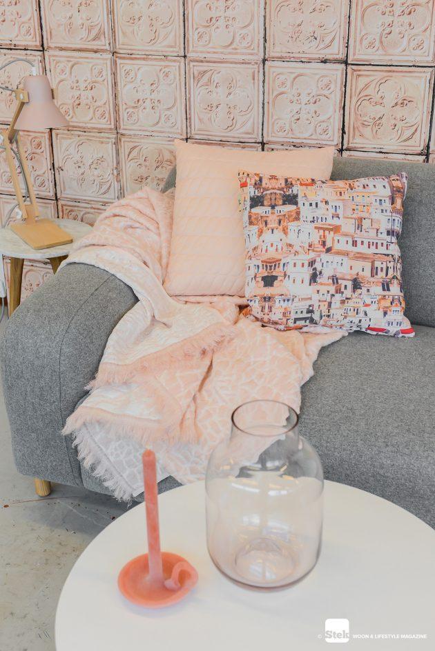Gimmii-Hide-kleed-NienkeHoogvliet-Pixoss-tafellamp-roze-Mossdesign
