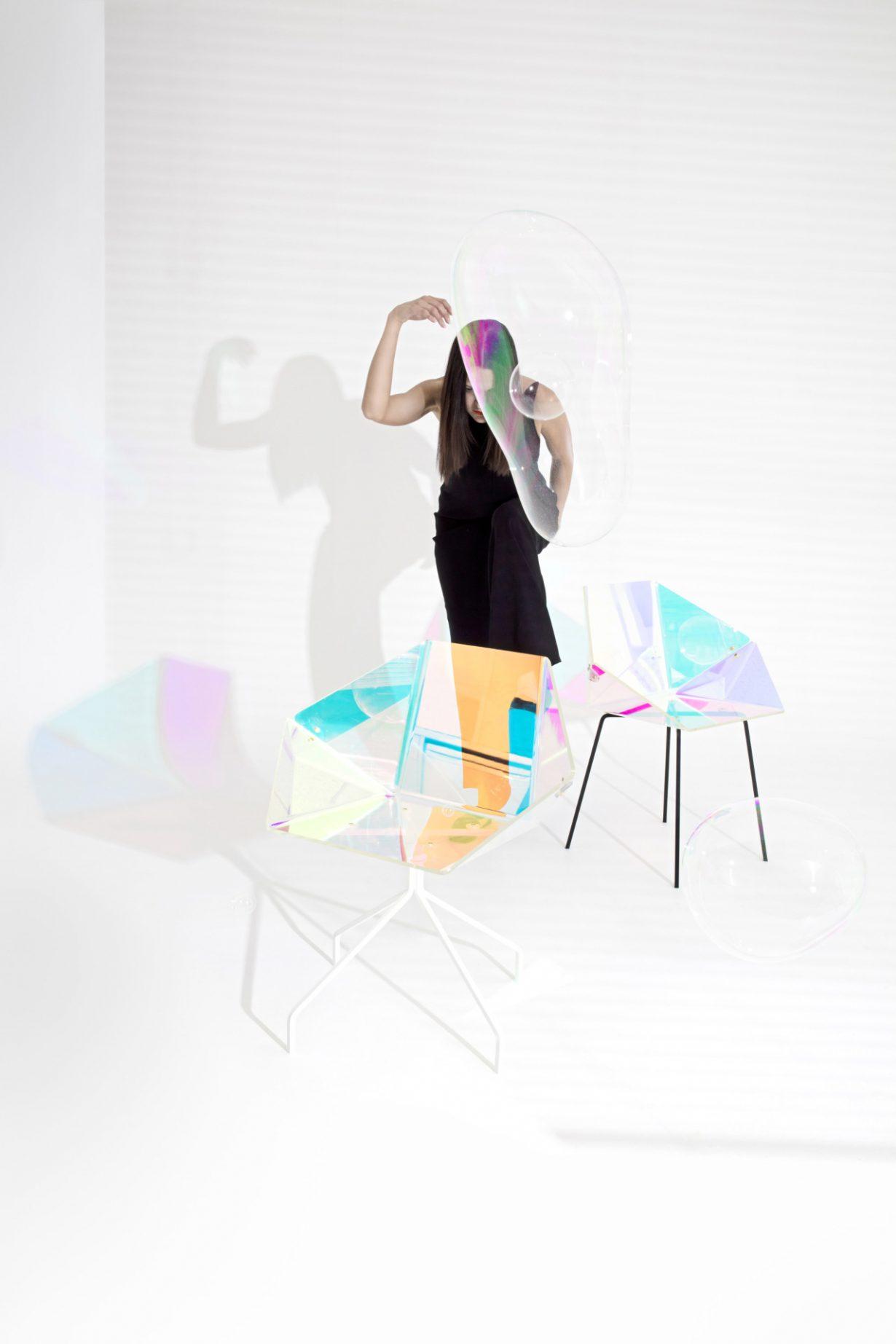 Prismania chair van elise luttik vanaf elke hoek een andere kleur