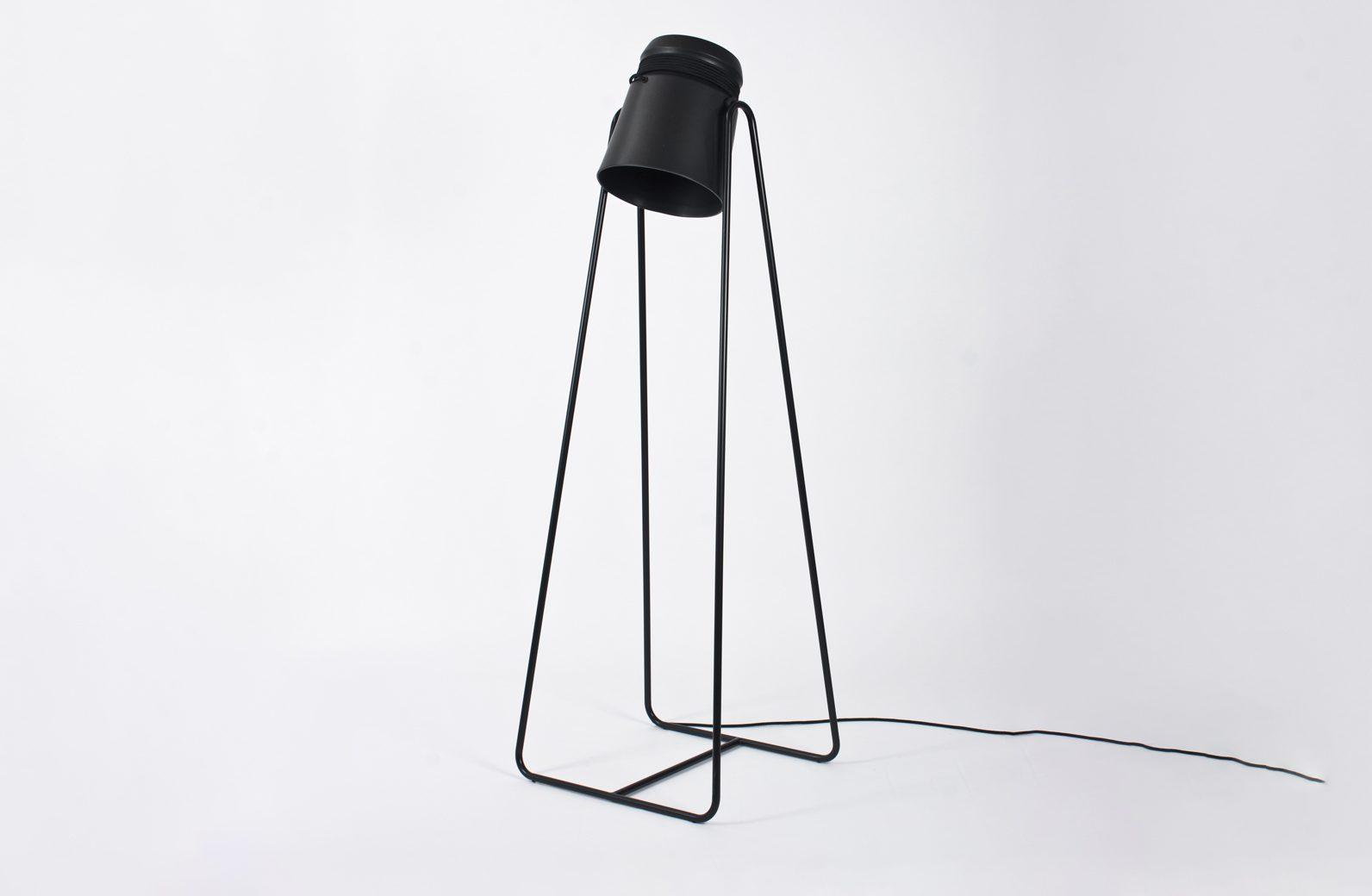 Staande lamp zwart staal tris staande lamp matgrijs en koper u