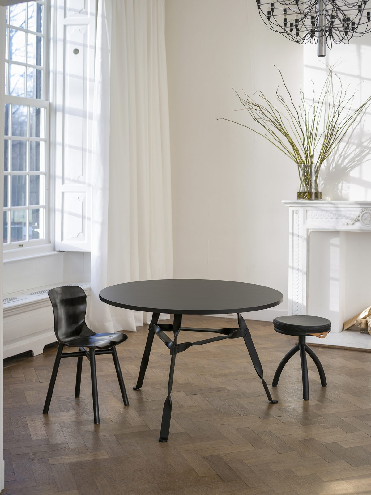 Twist Table Black Wendela Chair Black Functionals Gimmii