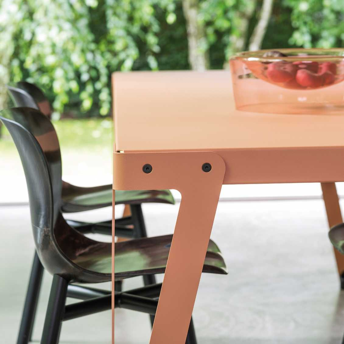 Functionals Lloyd Tafel Tuscan Detail Interieur Design Online
