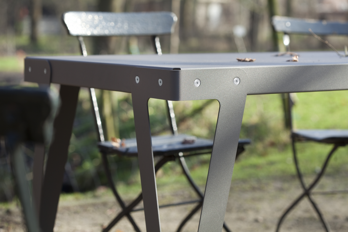 Lloyd OUTDOOR Table Dark Grey Grijs Staal Aluminium Buitentafel Functionals Gimmii