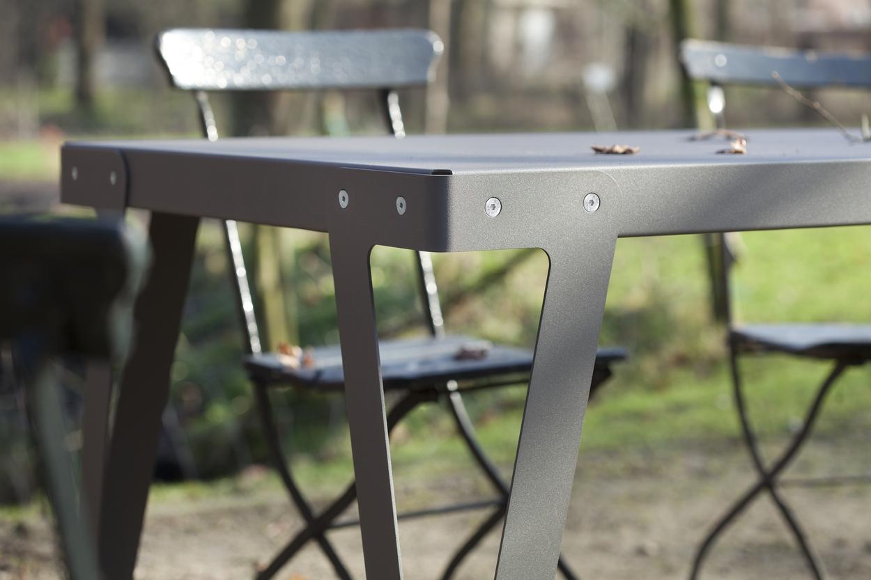 Lloyd OUTDOOR Table Dark Grey Grijs Staal Aluminium Buitentafel Functionals Gimmii