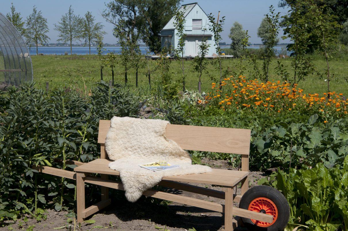 Eigenzinnig design op poten: Wheelbench tuinbank