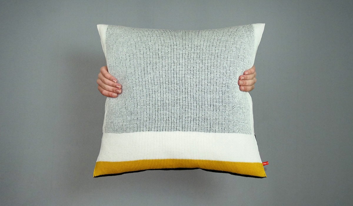 Untitled Cushion Kussen Pillow Dia2 Orange Or Red