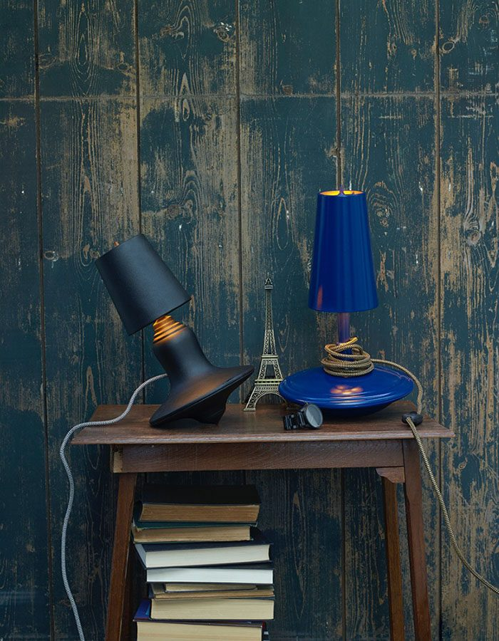 LABEL BREED Cast Metal Lamp Hoog Laag Blauw Sfeer Interieurdesign