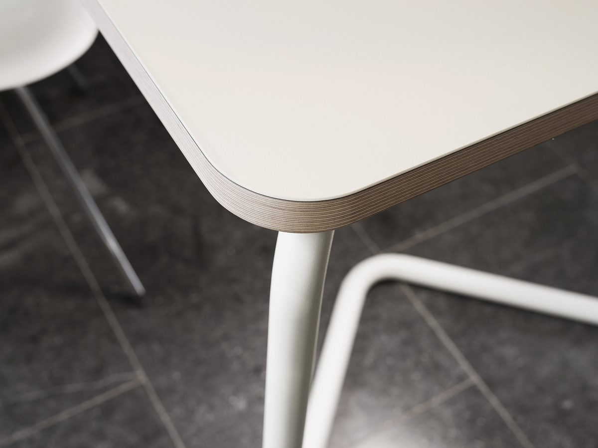 Functionals KUMPEL Pal Vriend Tafel Schragen Table White Mushroom Detail