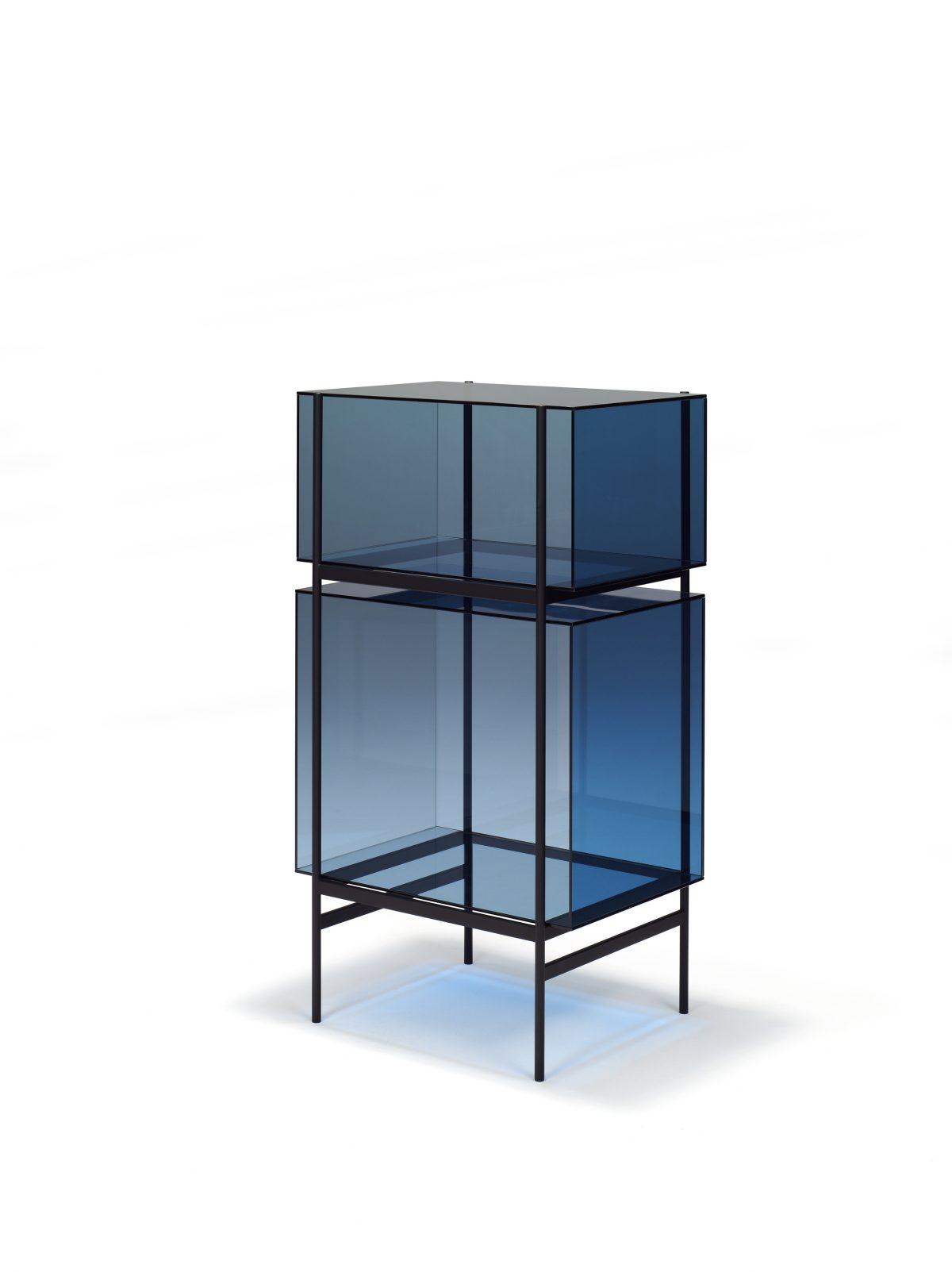 Kast LYN 2 Vakken Visser Meijwaard Exclusief Dutchdesign Zwart Frame Blauw Glas JOSHH& Helderr