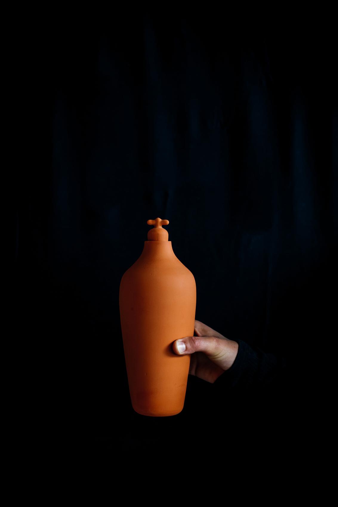 Vij5 Tap Water Carafe Karaf In Gebruik Image By Ingrid Hofstra