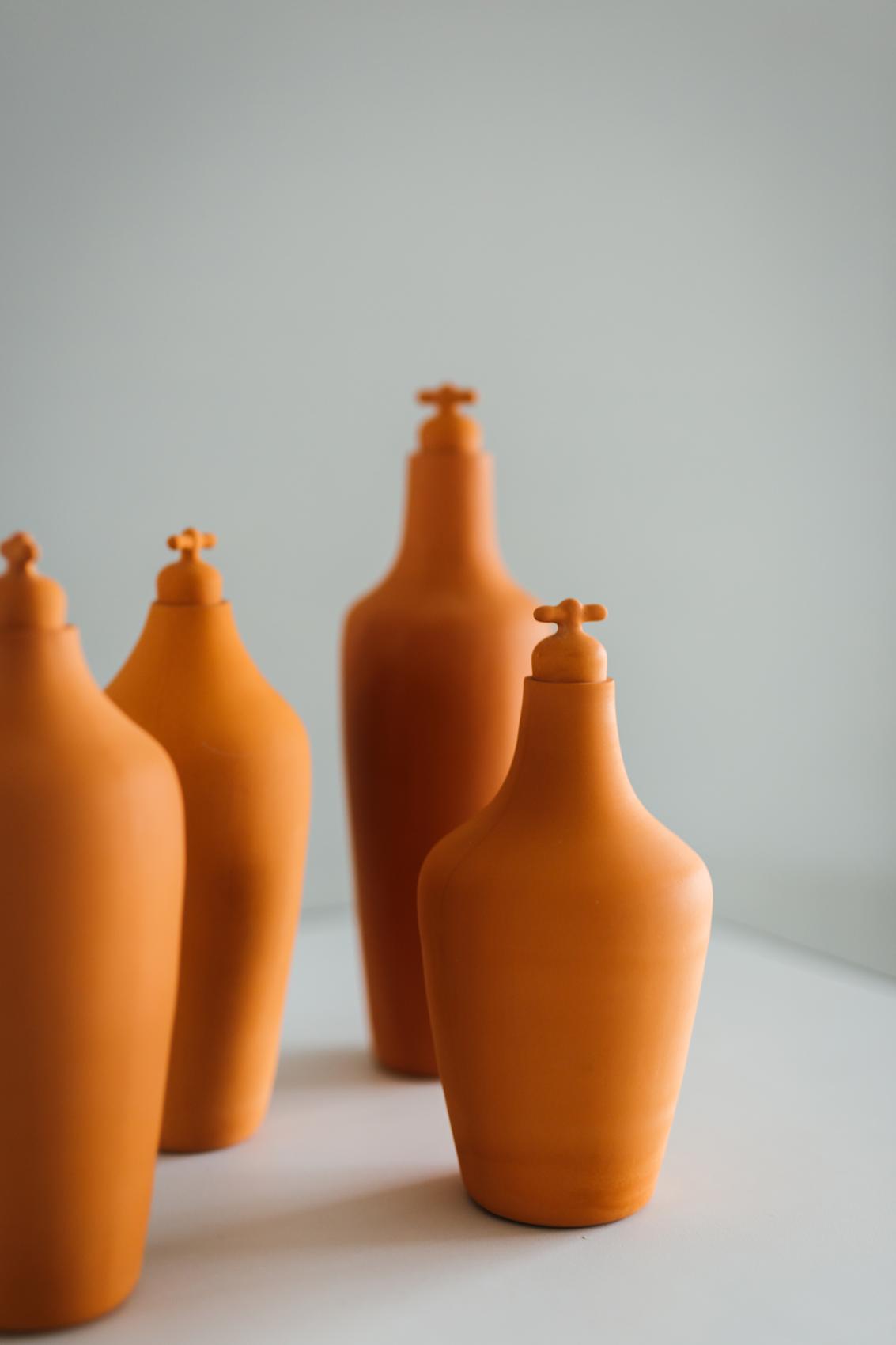 Vij5 Tap Water Carafe Terracotta Karaf Set Van 3 Image Ingrid Hofstra