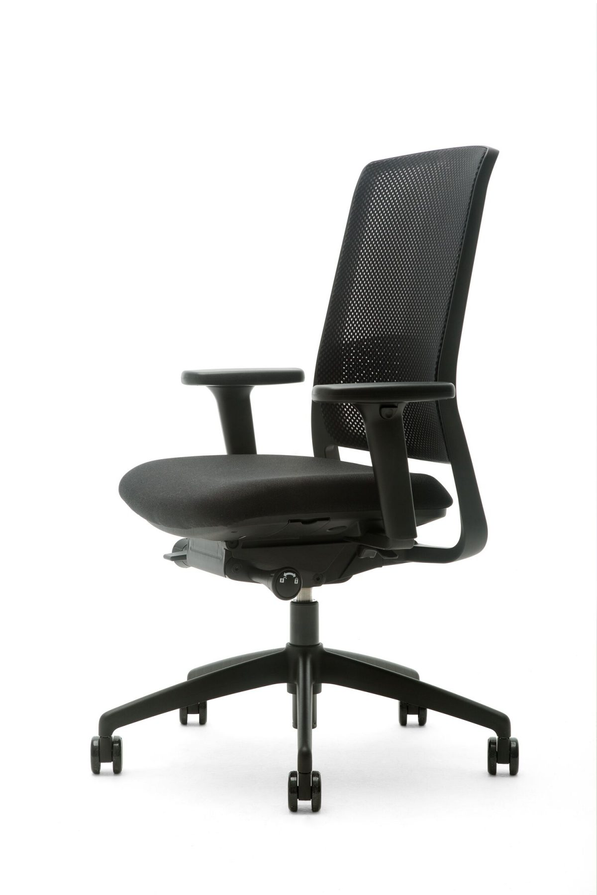 Gispen Zinn Smart Bureaustoel 35BK Office Chair Front Right View Zwart Voetkruis