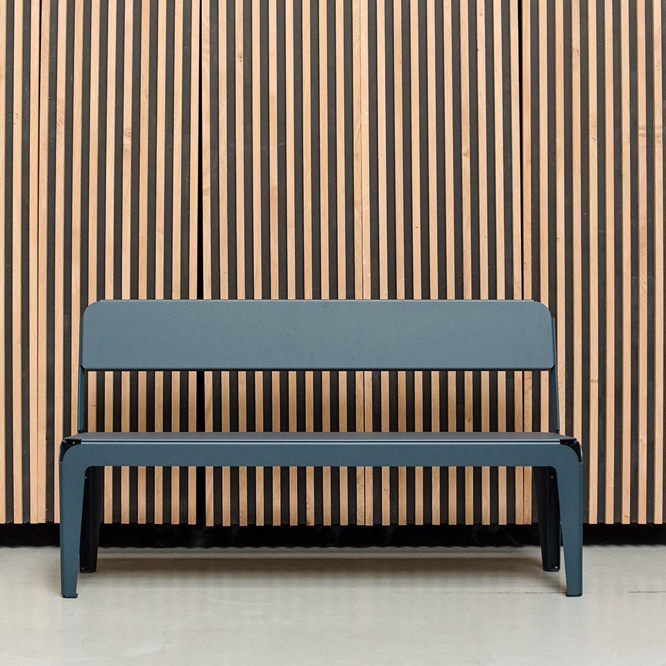 Weltevree Bended Bench With Backrest Grey Blue Grijsblauw Tuinbankje