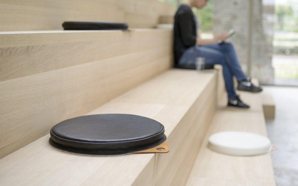 Functionals Cushion Zwart Luxe Design School