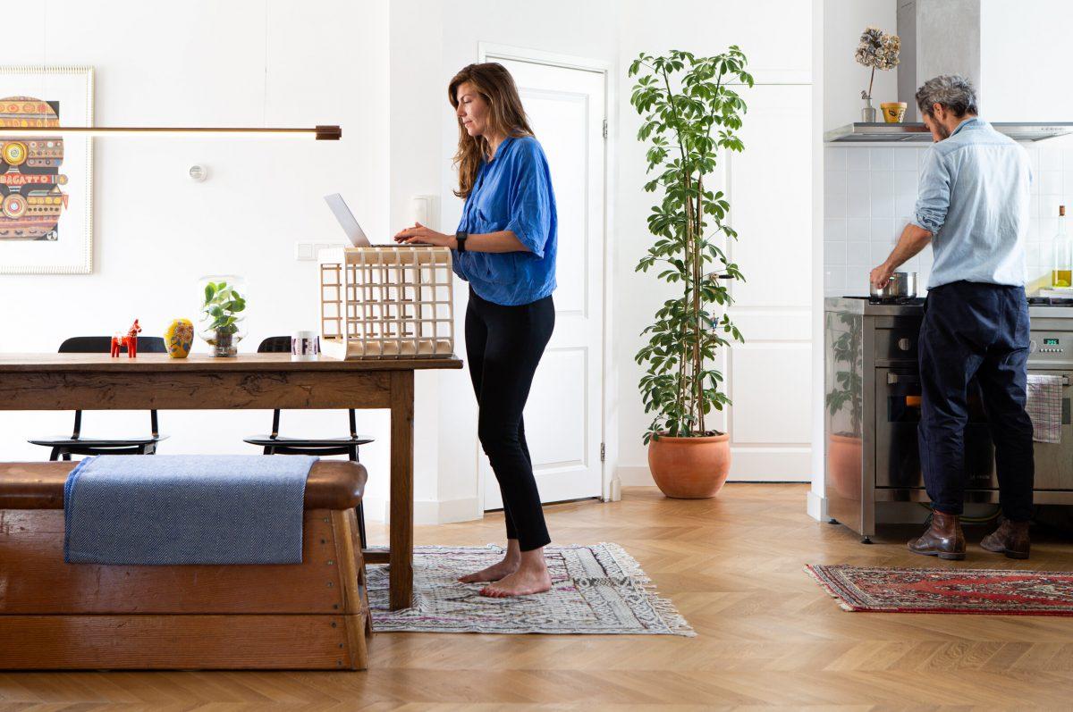 Waarmakers Ingrid Thuiswerkmeubel Bijzettafel Kruk Design Dutch Comfortabel Zit Sta